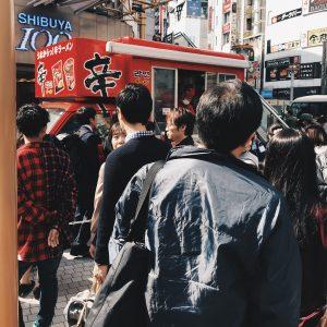 渋谷109の前に‼️‼️無料で配っていたので人が賑わってました✨