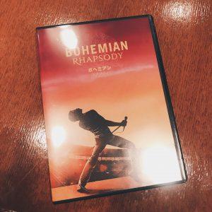 ボヘミアンラプソディのDVDが発売されましたね✨Queenの才能と凄さと色んなストーリーが詰まってます😊✨キャスト全員、Queen本人に似ていて私的にブライアンが一番似てるかと思います🎶💕