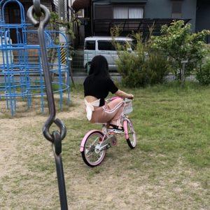 子供用の自転車に乗っても違和感のない私😂笑